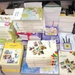 اهداء کتاب آموزشی از سوی موسسه بنیاد علوی به دانش آموزان گیلانغرب