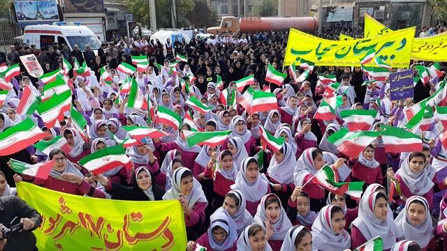 مراسم راهپيمايی ۱۳ آبان درشهرستان گیلانغرب برگزار شد+ تصاویر