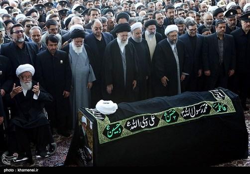 اقامه نماز توسط رهبر انقلاب بر پیکر آیت الله هاشمی رفسنجانی + تصاویر