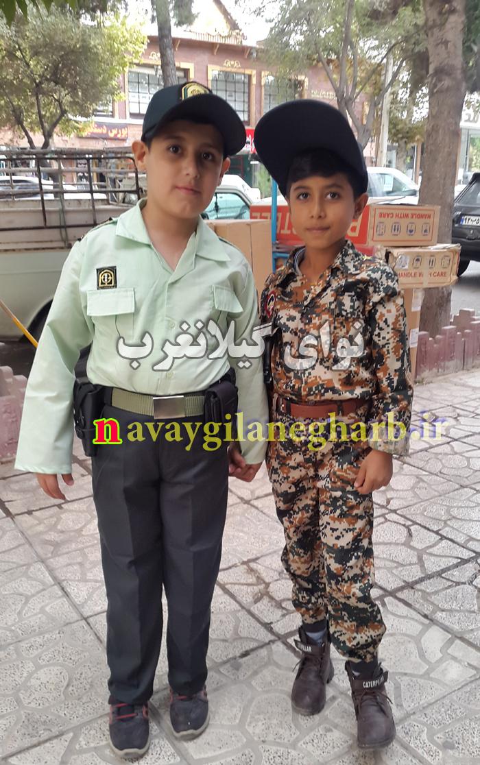 تصویر دو پسر بچه کرمانشاهی در لباس نظامی